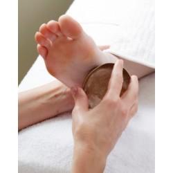 Massage des pieds avec Bol Kansu et Ghee (beurre clarifié)